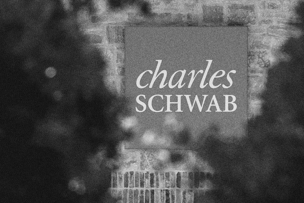 Schwab Debuts New RIA Alternative Investment Platform, Absent Fees